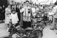 Bendición-de-motos-1957