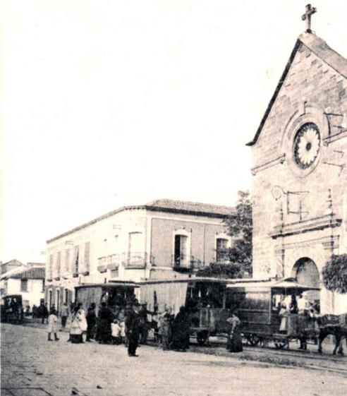 Parada de tranvía en la puerta de la Iglesia 1910