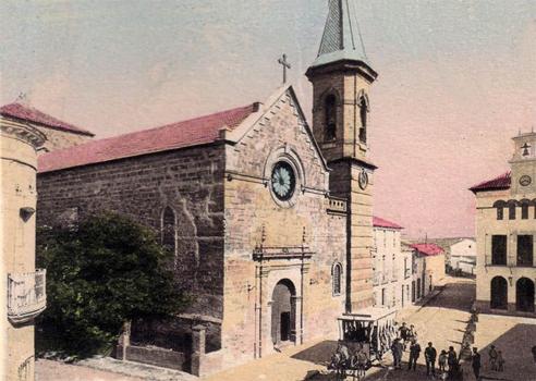 Iglesia y ayuntamiento con el tranvía - 1926 postal coloreada