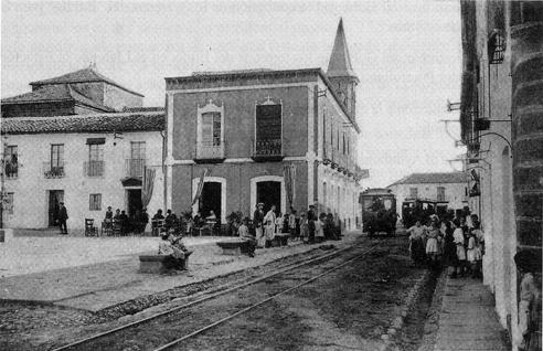 Tranvía a su paso por la Plaza del Amparo