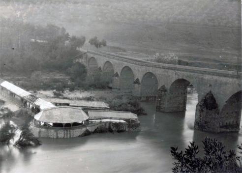 Vista del Balneario y del puente desde el camino de La Centenera
