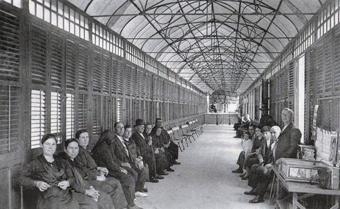 Interior de la Galería de los Manantiales