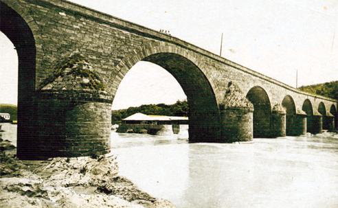 Vista del puente y del Balneario