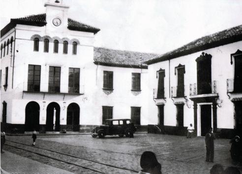 Ayuntamiento y Hotel Central - Marmolejo 1930
